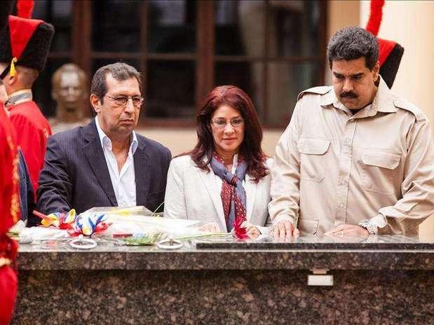"""Maduro oficializa el día de las elecciones como el """"de la lealtad a Chávez"""" Foto: Agencia EFE / © EFE 2013. Está expresamente prohibida la redistribución y la redifusión de todo o parte de los contenidos de los servicios de Efe, sin previo y expreso consentimiento de la Agencia EFE S.A."""