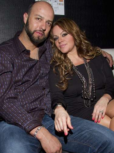 A pesar de las acusaciones en su contra, Esteban Loaiza dijo que sería un caballero y expresó su tristeza por la separación de la cantante. El exbeisbolista aseguró que nunca le falló a Jenni Rivera en su matrimonio.