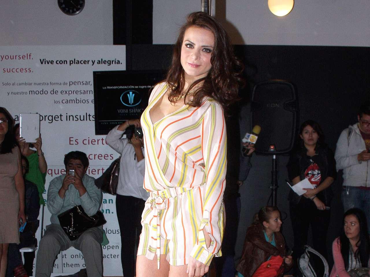 Beatriz Morayra H Silvia-navarro-medios-y-media.jpg