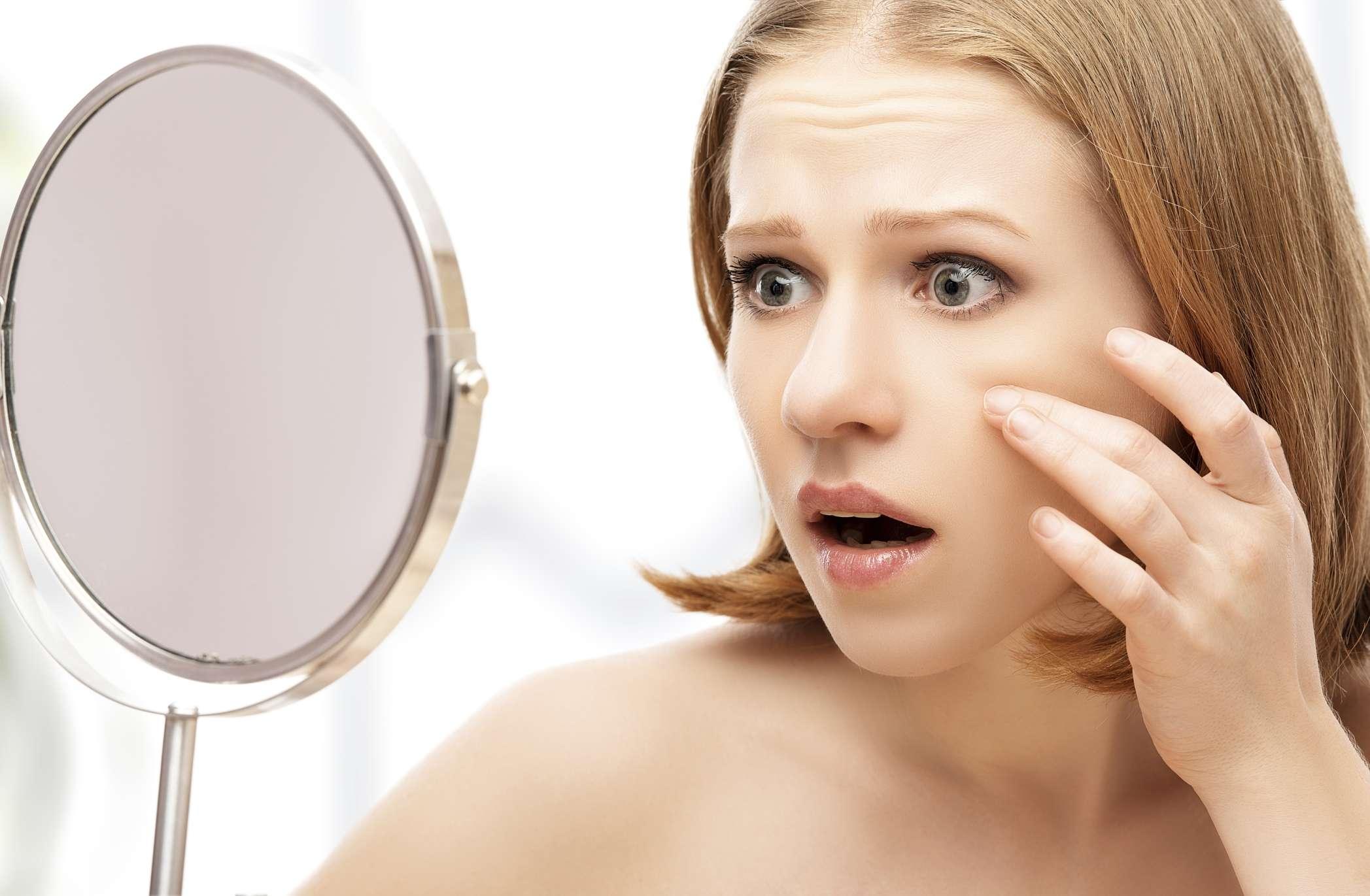 Lo que sucede cuando no te quitas el maquillaje por las noches