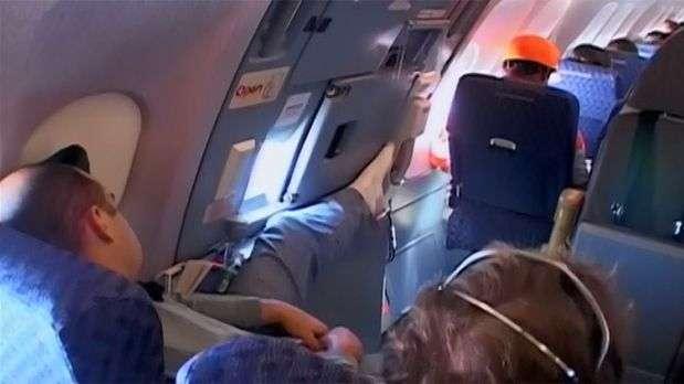 Pesquisa indica o que mais irrita passageiros durante voo