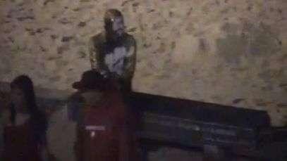 Flagrante: estátua de Carlos Drumond de Andrade é pichada