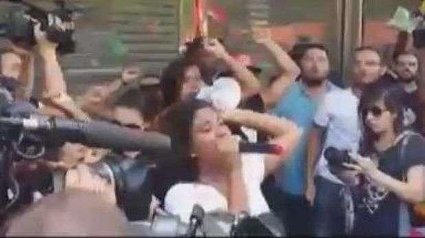 Em 'rolezinho', jovens protestam em frente ao shopping JK Iguatemi