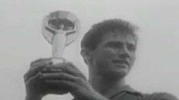 Veja gesto consagrado pelo capitão Bellini na Copa de 1958