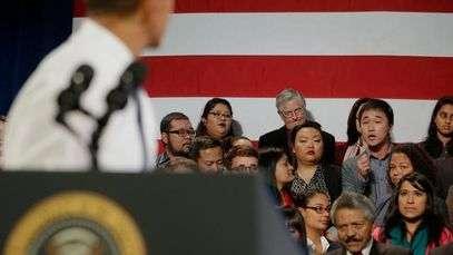 Interrumpen a Obama para pedirle el fin de las deportaciones