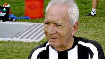 Hernanes homenageia Nilton Santos: 'artista da bola'