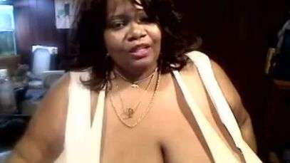 ... TV Mujer con gigantomastia se niega a reducir sus senos de 35 kilos