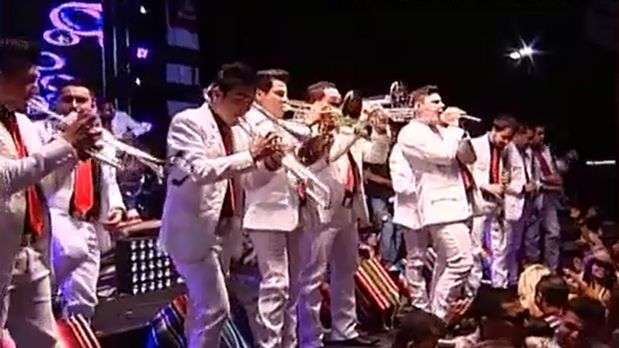 La banda 'El Recodo' triunfa en los Los &Aacute;ngeles con muchas fans 'alrededor'