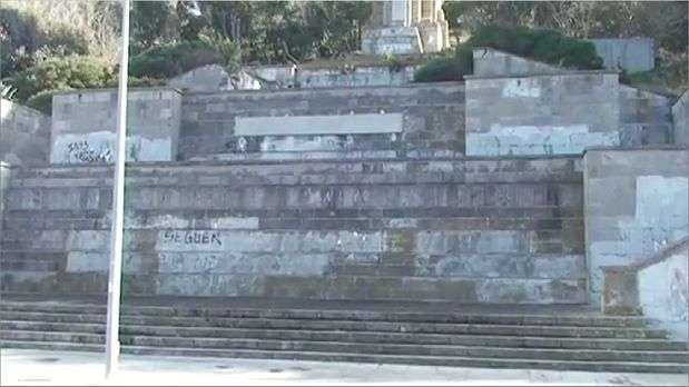 Tapan con hormign el último monumento franquista en Ceuta