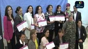 Aerol&#237;nea premia a mujeres destacadas en la aeron&#225;utica